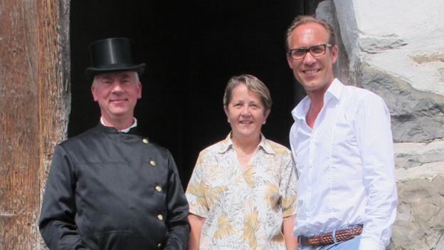 Zu Gast bei Christian Zeugin (rechts) sind in Werdenberg Kaminfegermeister Paul Grässli und die ehemalige SP-Nationalrätin Hildegard Fässler.