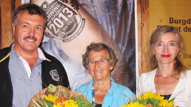Ex-Schwinger Beat Gehrig mit Mundart-Autorin Frieda Habegger und Gastgeberin Anita Richner (rechts).