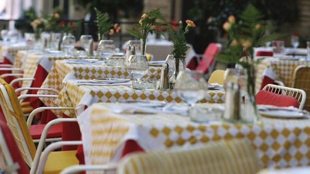 Leer Tische während den Essenszeiten können ein schlechtes Restaurant enttarnen.