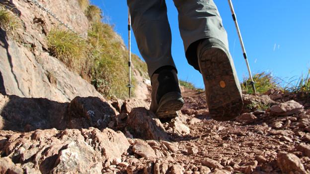 Über Stock und Stein dem Gipfel entgegen: Wandern in Berggebieten erfordert besondere Aufmerksamkeit.