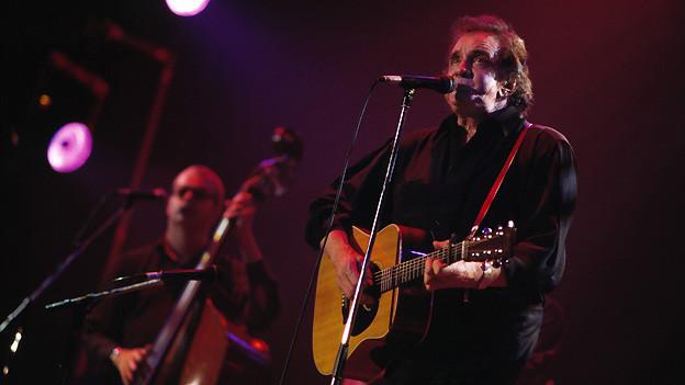 Johnny Cash (1932-2003) bei einem Auftritt am Montreux Jazz Festival im Juli 1994.