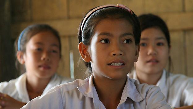 Schülerin in Laos.