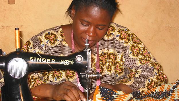 In Burkina haben ledige Mütter die Möglichkeit, einen Beruf zu erlernen.