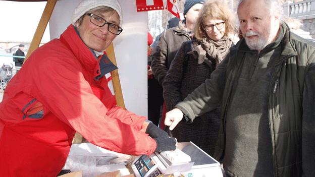 Barbara John verkauft in Prag auch frisch gemachtes Raclette.