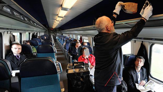 Einmal saubermachen bitte: Die mobilen Reinigungsequipen sorgen für Ordnung in den Zügen der SBB.
