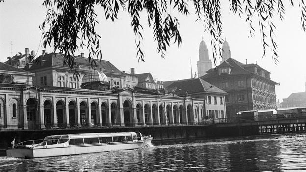 Fleischhalle und Rathaus von Zürich um 1960.