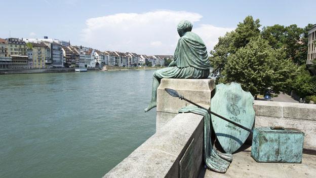 Helvetia blickt auf den Rhein.