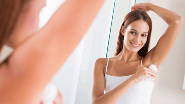 Die Hautverträglichkeit ist wichtig bei der Wahl des richtigen Deos.