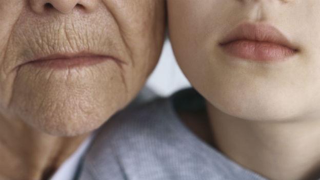 Kinderlose Männer und Frauen fürchten sich auch vor dem Altern ohne Nachkommen, ohne Enkel, ohne Erben.
