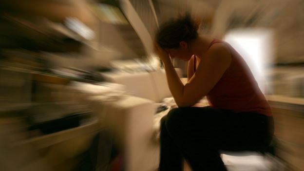 Zuviel Stress führt zu körperlichen Beschwerden.