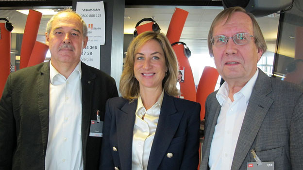 Diskutieren den «Schweizer Schulpreis»: Mitinitiantin Carolina Müller-Möhl, Rektor Kurt Wiedemeier (links) und Erziehungswissenschaftler Jürgen Oelkers.