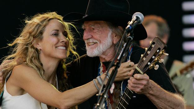 Sheryl Crow mit Willie Nelson 2007. Sie ist auch mit einem Duett auf dem neuen Album.