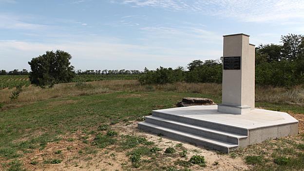 Gedenkstein für den Schweizer Friedhof in Schabo
