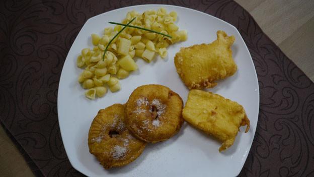 Apfel- und Käse-Küchlein isst man gerne im Goms.