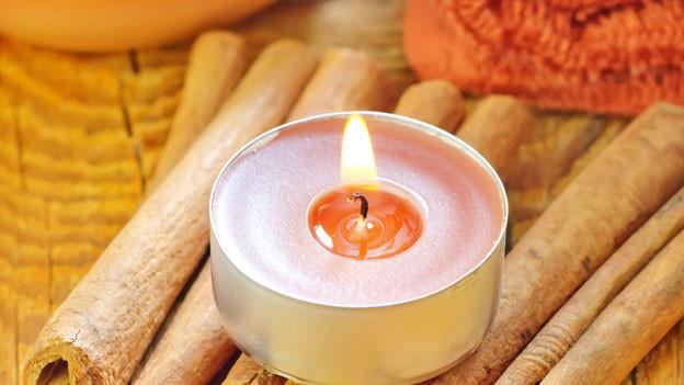 Licht aus, Kerze an: Das eigene Badezimmer kann gemütlich sein.