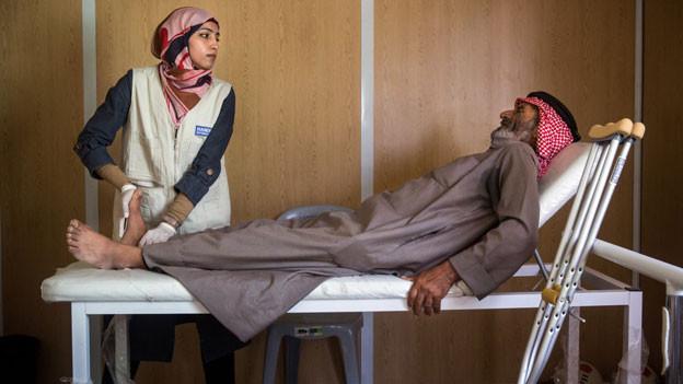 Hilfswerke wie Handicap International kümmern sich um die medizinische Betreuung der Bevölkerung.