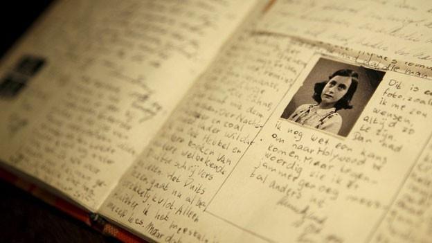 Anne Franks Tagebuch in einer Ausstellung.