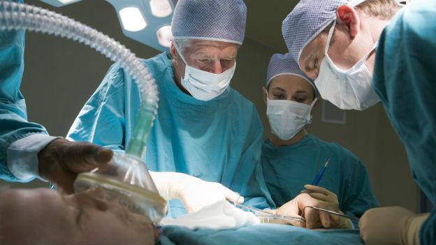Die Lebendorganspende wurde aus der Not geboren, weil es zu wenig Postmortale Spender gibt.