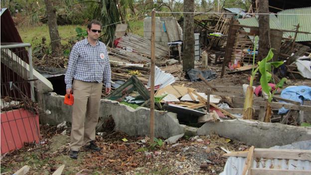 Pascal Morf auf den Philippinen, nachdem der Wirbelsturm Haiyan eine Spur der Zerstörung und Verwüstung hinterlassen hat.pur der Verwüstung hinterlassen.ippinen.