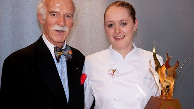 Erfolgswelle: Bereits vorige Woche durfte Corinne Roth den «Swiss Culinary Cup» von Anton Mosimann entgegennehmen.