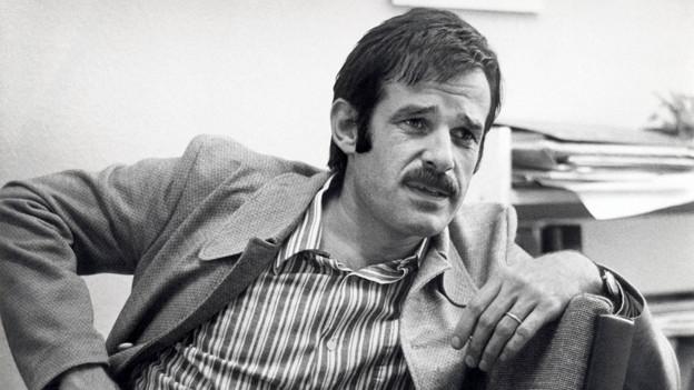 Mani Matter wurde nur 36 Jahre alt. Er kam am 24. November 1972 bei einem Autounfall ums Leben.