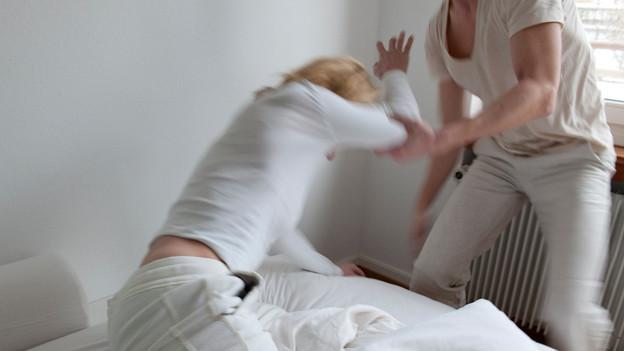 Gewalt in der Ehe. Nicht alle Frauen finden Schutz in einem Frauenhaus.