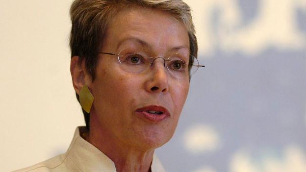 Heidi Tagliavini spricht 2007 als Botschafterin an einem Forum Ost-West zur Rolle der Schweiz in Europa.
