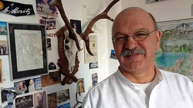 Köbi Gantenbein in seinem Reich, dem Büro der Zeitschrift «Hochparterre»