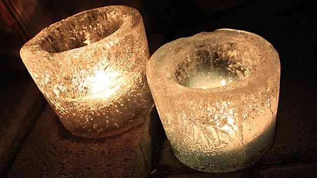 Wunderschön gemacht: Eislichter mit Rechaud-Kerzen.