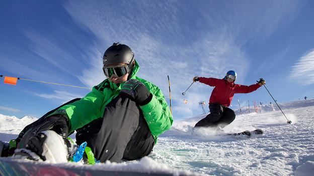 «Kluge Köpfe schützen sich»: Der Helm gehört heute zur Standardausrüstung auf der Skipiste.