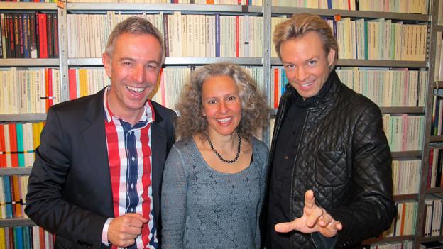 «Persönlich»-Gastgeber Dani Fohrler mit Ana Tajouiti und Peter Marvey (v.l.).