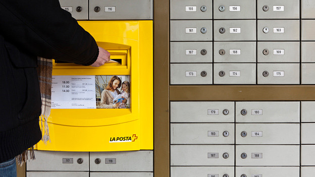 Am Briefkasten startet die Reise ins Ungewisse: Wird der Empfänger den Brief beantworten?