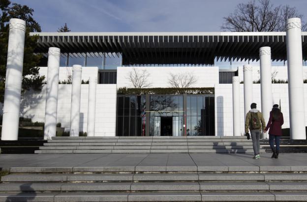 Eingangsbereich vom Olympischen Museum Lausanne am Tag der Wiedereröffnung.