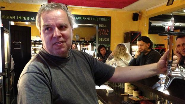 Erfolgreicher Umsteiger: Der IT-Spezialist Anton Flückiger ist heute Bierbar-Beizer.