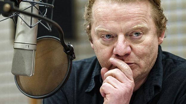 Werner Wölbern spricht die Rolle des Bosse.