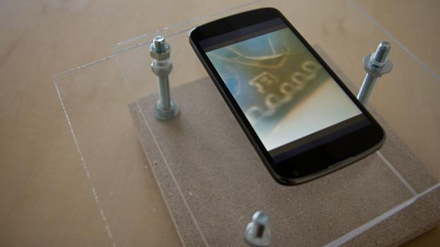 Das selbstgebastelte Smartphone-Mikroskop.