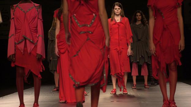 Ein Berliner Modedesigner ist überzeugt: «Rot ist das neue Schwarz».