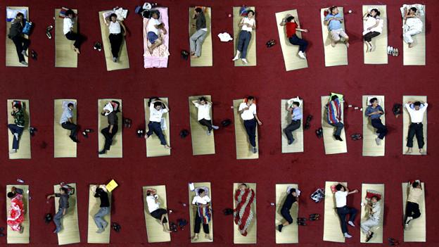 Aufwachen ist hier vorprogrammiert: Improvisierte Massenunterkunft in einer chinesischen Universität (2011).