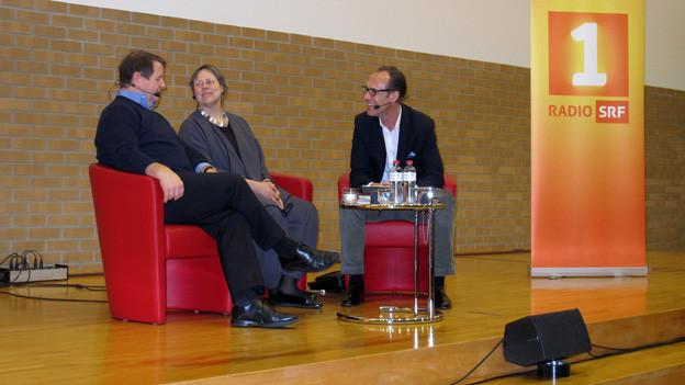 «Persönlich»-Gastgeber Christian Zeugin (rechts) mit Hanspeter Müller-Drossaart und Jeanne Pestalozzi.