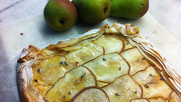 Birnenkuchen mit Ricotta und Lavendel-Honig.