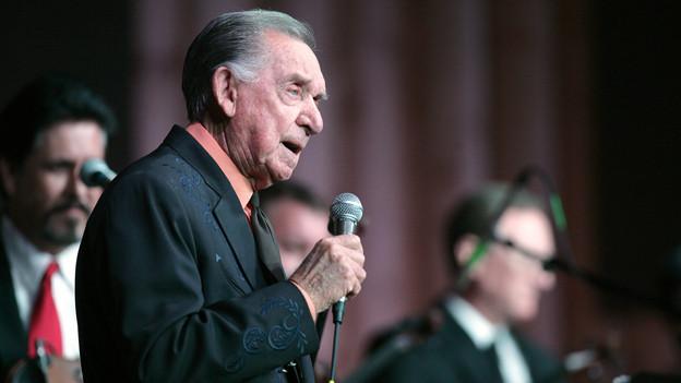 Ray Price 2011 bei einem Auftritt in Texas.