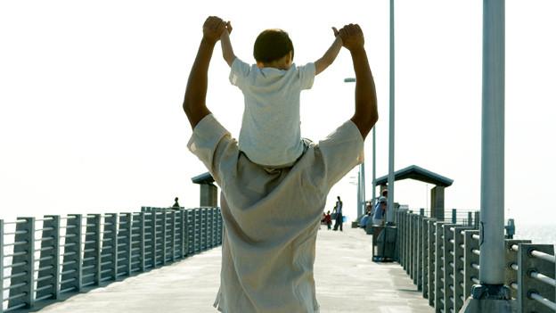 Eine neue Vaterschafts-Studie beleuchtet die Rolle der Väter in ihren Familien.