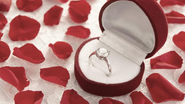 Der Verlobungsring: Verbindlichkeit oder Symbol der Liebe?