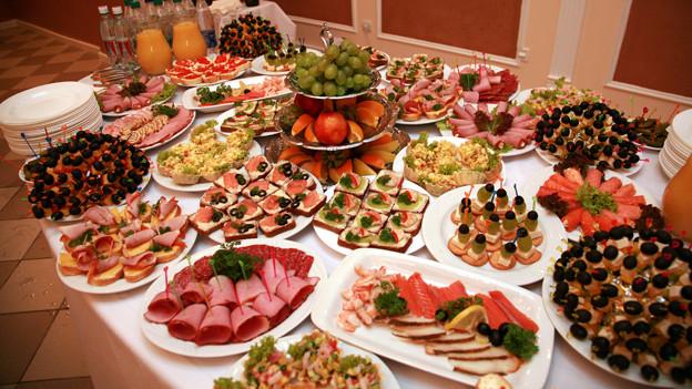 vom salat zum dessert ist die reihenfolge beim essen wichtig a point srf. Black Bedroom Furniture Sets. Home Design Ideas