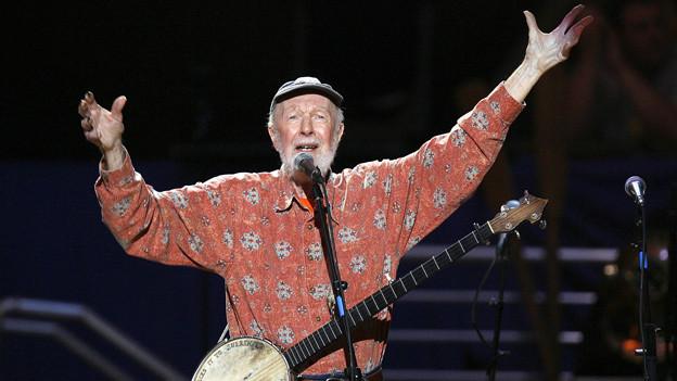 Country-Legende Pete Seeger feiert seinen 90. Geburtstag auf der Bühne in New York (Mai 2009).
