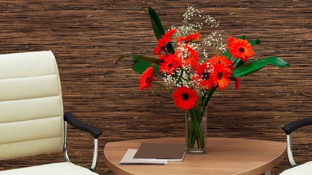 Blumenstrauss am Arbeitsplatz
