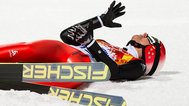 Als Verlierer muss man sich aufrappeln können: Skispringer Simon Ammann nach seinem verpatzten Finalsprung in Krasnaya Polyana, Sotschi.