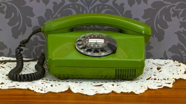 Telefon auf der Kommode.