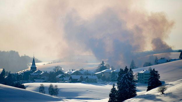 Brand in einem Dorf.