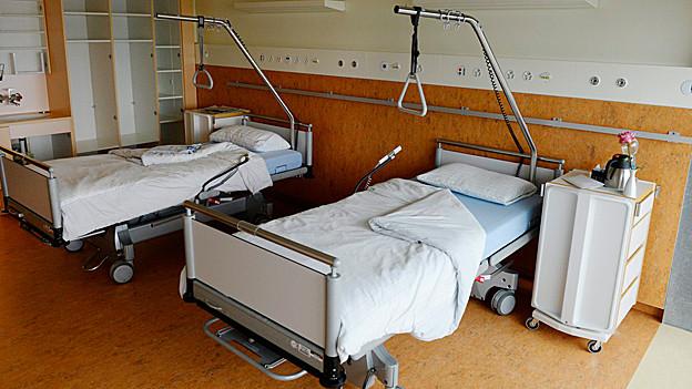 Leere Spitalbetten